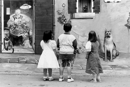 Bimbi borgata bianco e nero Borgata Vecchia, murales, 2000