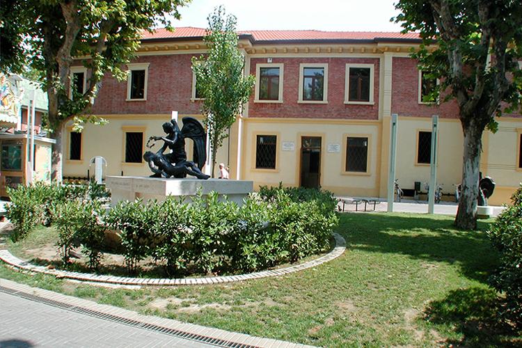 Biblioteca esterno Biblioteca Alfredo Panzini, 2001